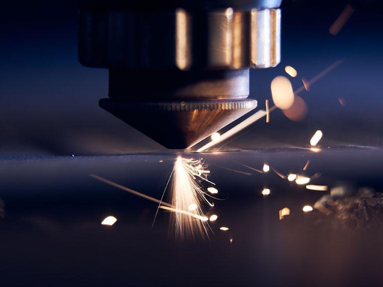 elektrodrążenie drutem metalu